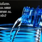 ¿Cuánta agua debe beberse al día?