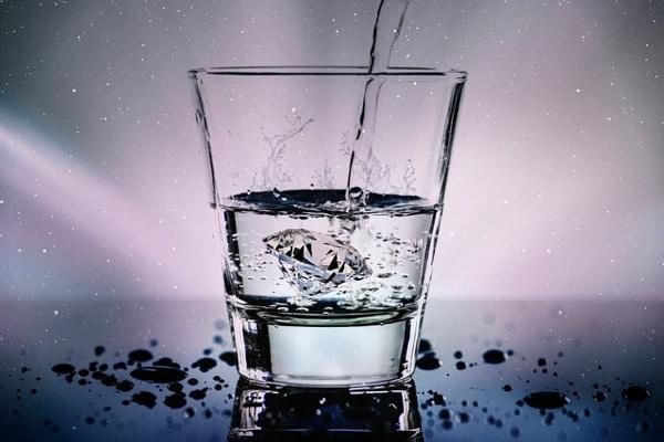 ¿8 vasos de agua al día?